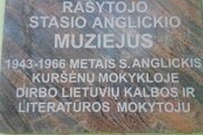 Šiaulių rajono Kuršėnų Stasio Anglickio progimnazijos ekspozicija