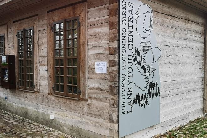"""Kurtuvėnų regioninio parko lankytojų centras su ekspozicija """"Kraštovaizdžio įvairovė"""""""