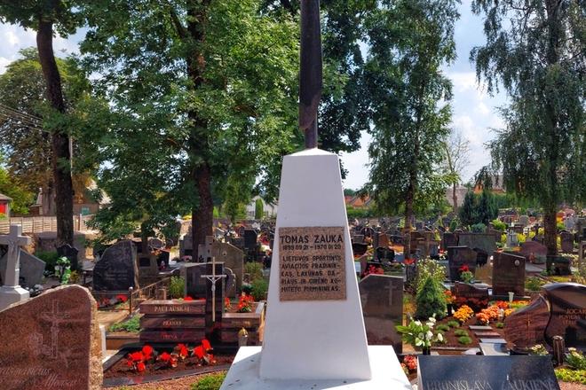 Lietuvos savanorio, visuomenės veikėjo Tomo Algirdo Zaukos kapas