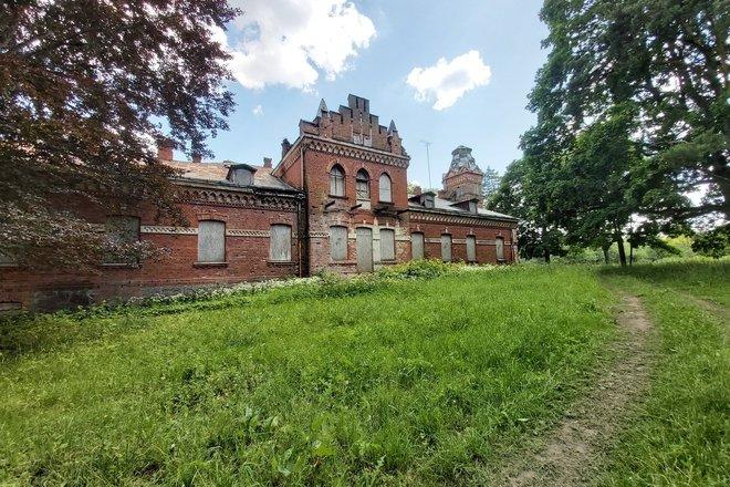 Fragments of Paliesiai Manor house